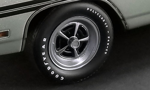 Mopar Magnum 500 Road Wheel & Tire Set